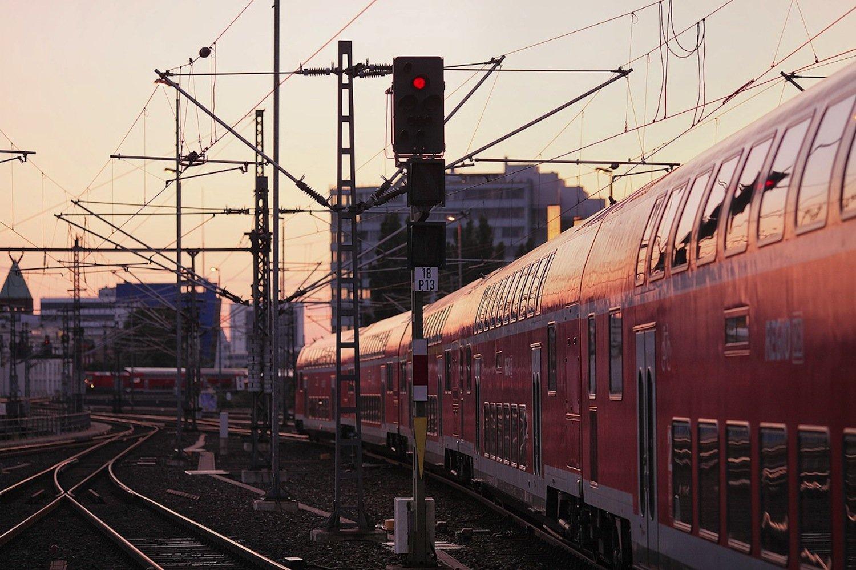Im Signalwirrwarr auf europäischen Bahnstrecken soll das Zugkontrollsystem ETCS für mehr Durchblick und Wirtschaftlichkeit sorgen. Fraunhofer Fokus kümmert sich um die Zertifizierung.