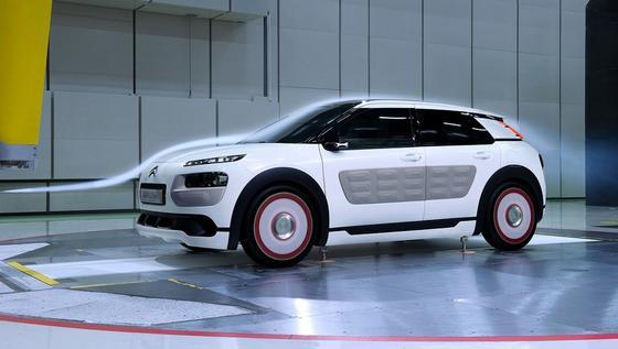 Die Kleinwagenstudie C4 Cactus Airflow 2L von Citroën speichert Energie in einem Druckspeicher. Der Verbrauch des Autos soll bei zwei Litern auf 100 Kilometern liegen. Vorgestellt wird die Studie auf dem Autosalon in Paris.