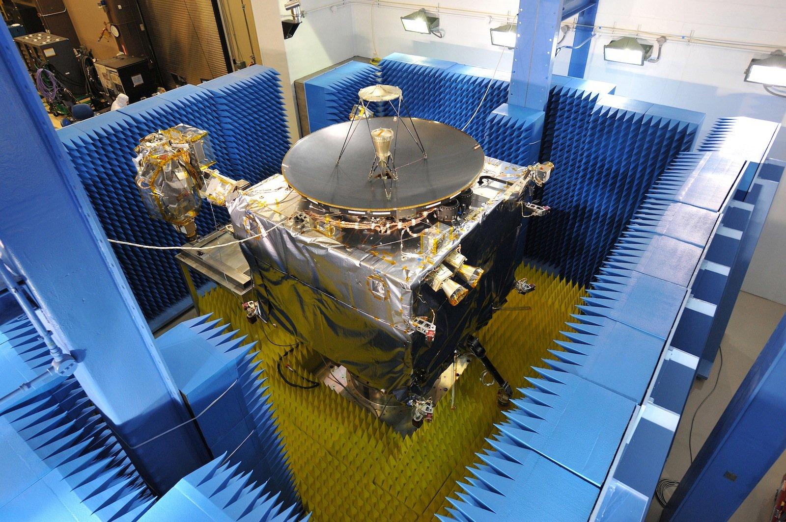 Die Raumsonde Maven in einem Test bei Lockheed Martin.