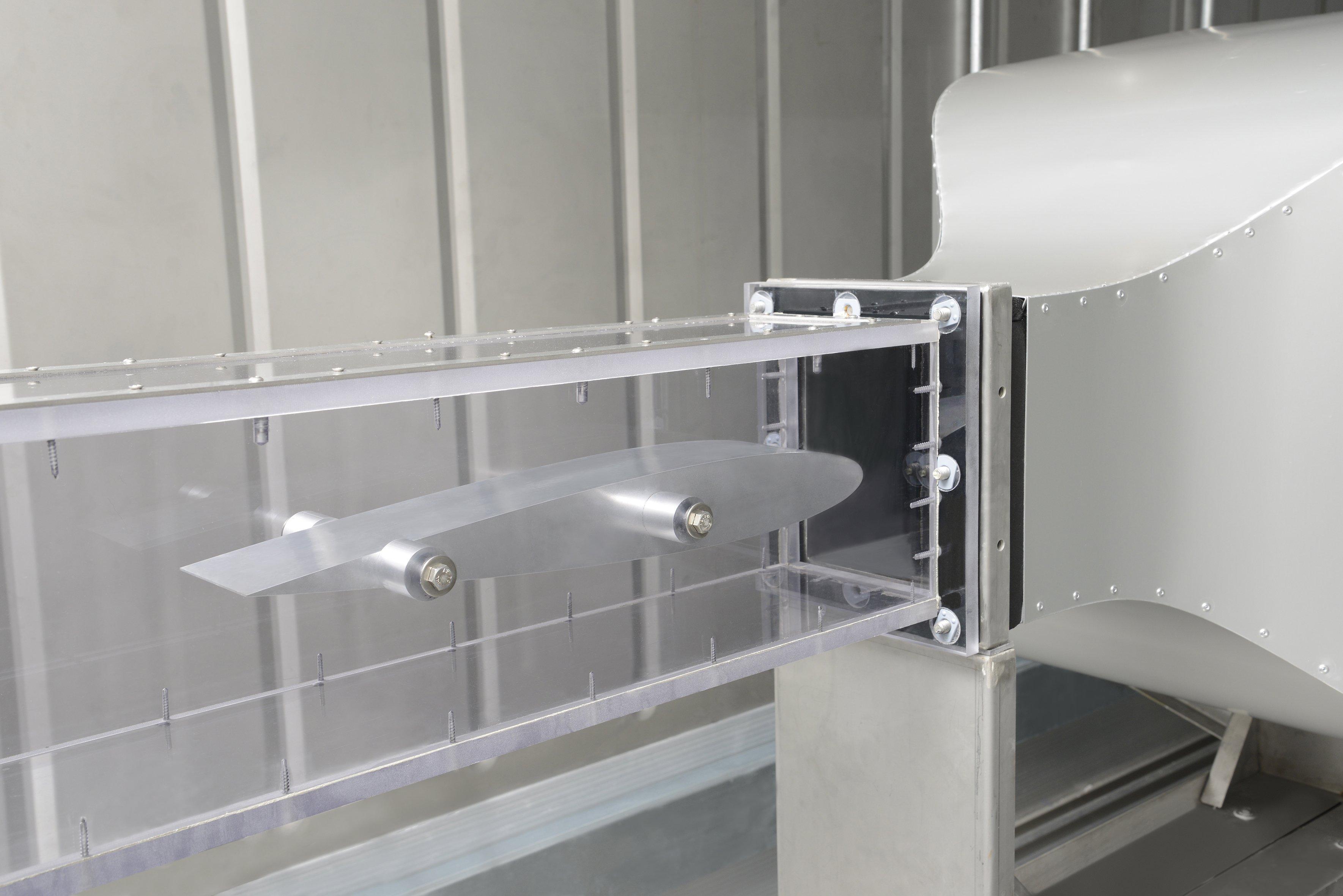 Testfeld mit integriertem Flügelprofil: In Bremen gibt es nun imFraunhofer-Institut für Fertigungstechnik und Angewandte Materialforschungein90 Kubikmeter großes Eislabor mit integriertem Vereisungswindkanal.
