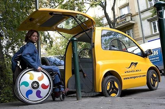 Wenn man quer einparkt, kann man auch gleich vom Gehweg in den Kenguru hineinrollen.