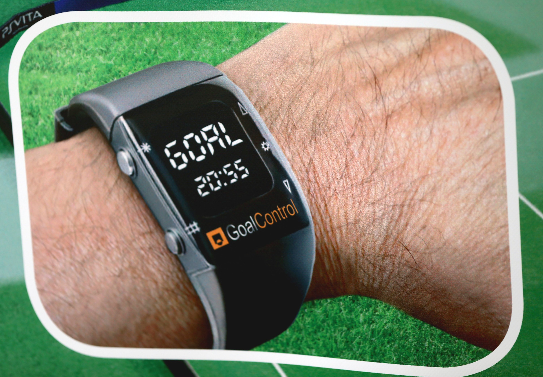 Bei den Systemen von Goalcontrol und Cairos erhält der Schiedsrichter ein Signal auf seine Armbanduhr, das anzeigt, ob ein Tor gefallen ist oder nicht.