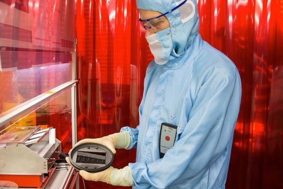 Den Ingenieuren des ZSW in Stuttgart ist es gelungen, im Labor eine Dünnschicht-Solarzelle mit einem Wirkungsgrad von 21,7 Prozent herzustellen. Das ist Weltrekord.