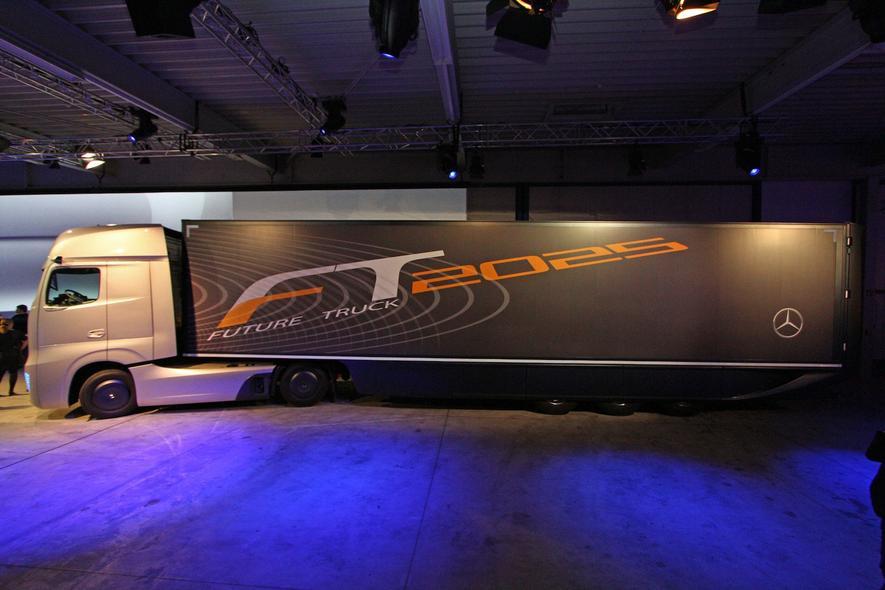 Mercedes-Benz enthüllt Design des Future Trucks 2025