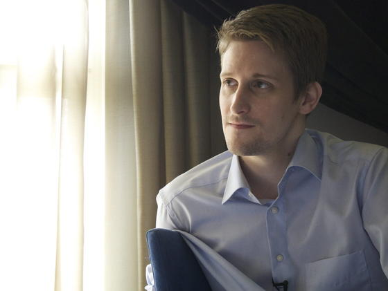 Dass Menschen die Schattenseiten der Kommunikationstechnologie kennengelernt haben, verdanken sie diesem Mann: Edward Snowden. Der Ex-Mitarbeiter des US-Geheimdienstes NSA lebt derzeit mit befristetem Asyl in Russland.