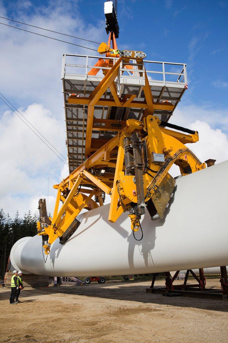 Mit dem neuen Gerät ist die Montage noch bei Windstärke sieben auf dem Meer möglich.