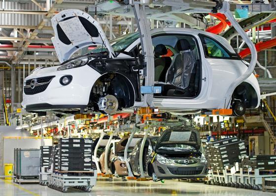 Produktion des Opel Adam im Werk Eisenach: Bei Qualitätskontrollen hat das Unternehmen entdeckt, das bei Tausenden Autos die Lenkzwischenwelle nicht den Spezifikationen entsprach.
