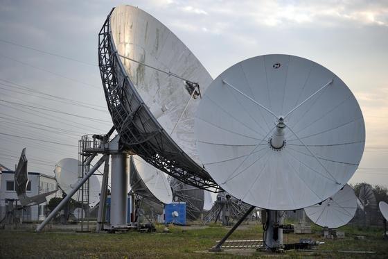 Satelittenantennen: Überraschend ist es eigentlich nicht – auch Deutsche auf US-Militärbasen werden am Telefon bespitzelt.