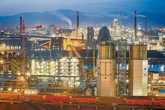 Stahlwerk der Voestalpine in Linz in Österreich: Konzernchef Eder rechnet damit, dass vor allem im Massenstahlbereich durch die hohen Energiekosten in Europa massiv Kapazitäten abgebaut werden.