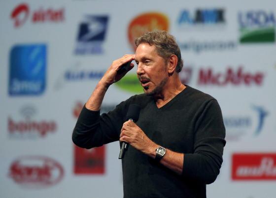 Oracle-Chef Larry Ellison kündigte auf derOracle Open World 2014 in San Francisco an, dass der Konzern zwei Rechenzentren in Deutschland aufbauen wird, um den Bedenken deutscher Unternehmen gegen Server in den USA entgegen zu kommen.