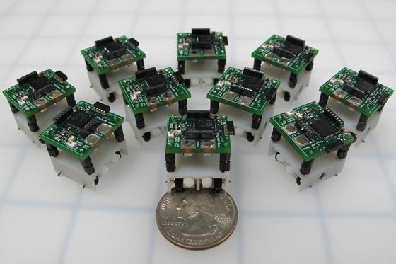 Schwarmroboter der Universität Maryland: Sie können auch Gebäude und Brücken auf Schäden untersuchen und sind so klein wie eine Penny-Münze.