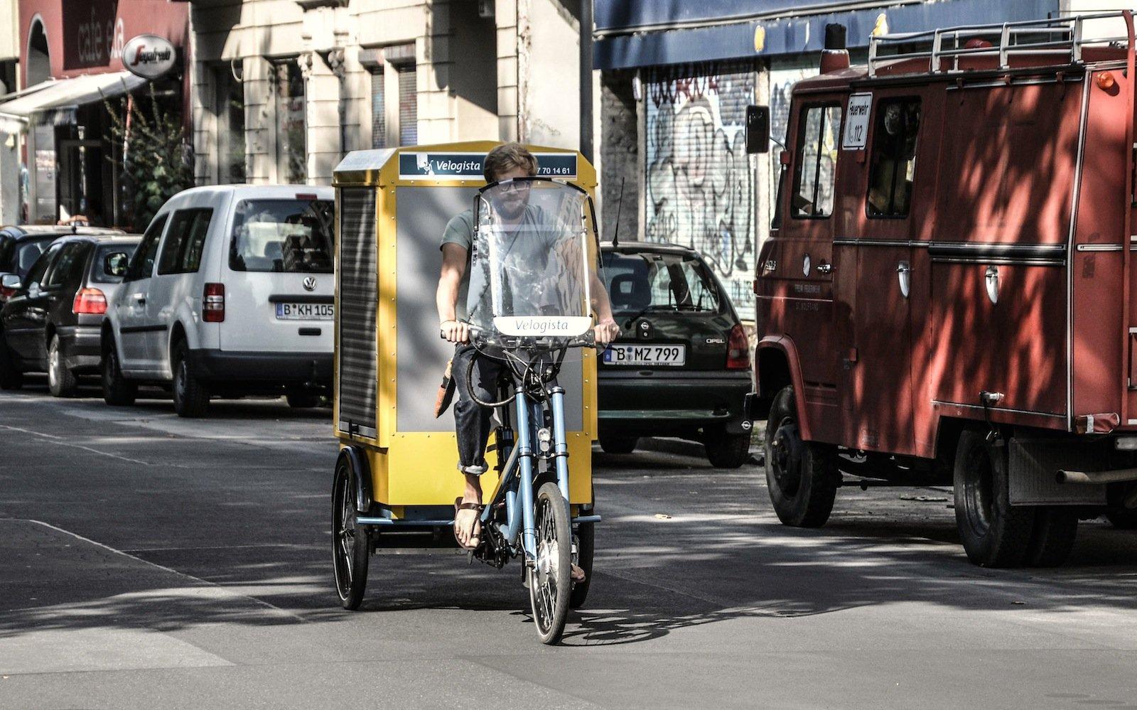 elektrisches lastenrad transportiert sogar europalette und. Black Bedroom Furniture Sets. Home Design Ideas