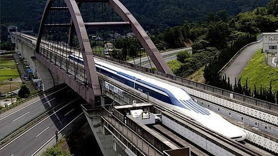Auf der Teststrecke erreichte die Maglevbahn eine Rekordgeschwindigkeit von 581 km/h. Möglich macht das ein elektromagnetisches Schwebesystem.