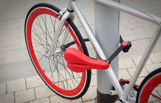 Seatylock wiegt 1,4 Kilogramm und soll im Frühjahr 2015 für rund 100 Euro auf den Markt kommen. Das Multitalent soll mit nahezu allen Fahrrädern kompatibel sein.