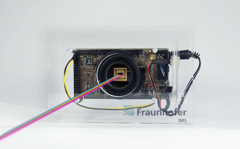 Herzstück der Entwicklung ist ein neuartiger Sensor: Er hat im Vergleich zu herkömmlichen Sensoren eine etwa 100-fach größere Dynamik.