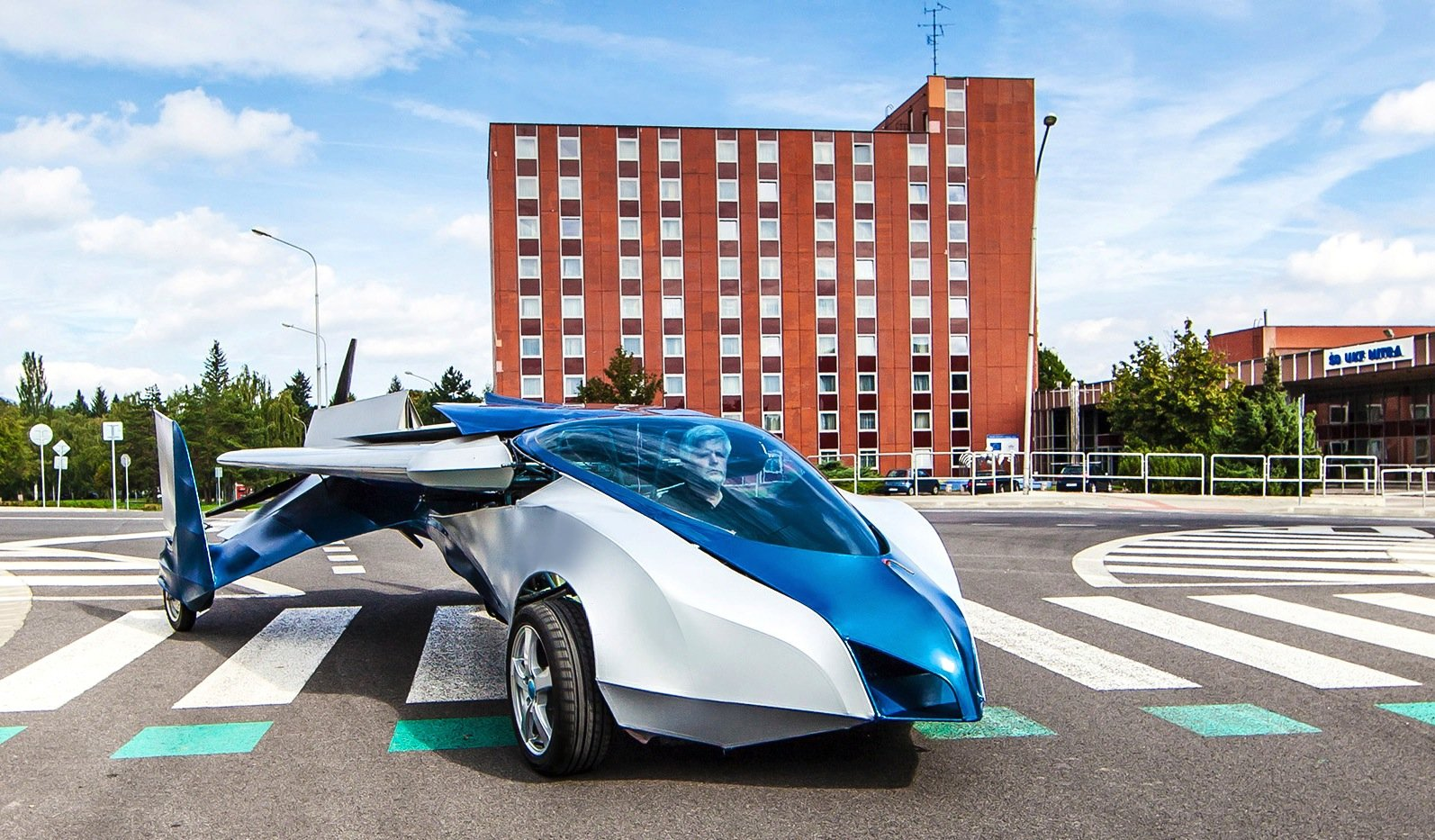 Der EntwicklerŠtefan Klein aus der Slowakei wird auf dem Pioneer Festival in Wien Ende Oktober erstmals sein fliegendes Auto einer breiten Öffentlichkeit vorstellen.