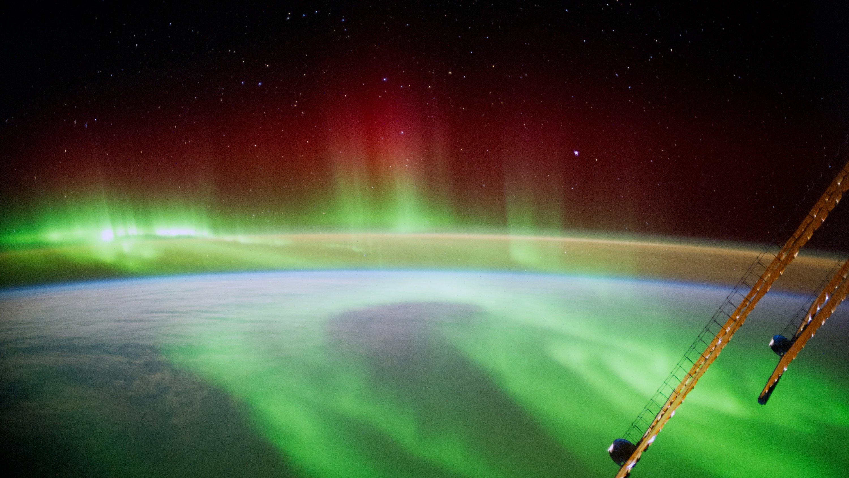 Mit der Kamera Mitte September festgehalten: Ein Blick des Astronauten Alexander Gerst auf die Erde.