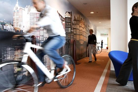 So macht arbeiten Spaß: Radweg in der niederländischen Google-Zentrale.