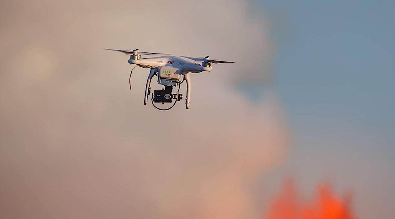 Mit einer Drohne des Herstellers DJI flogen Filmemacher in die Nähe eines ausbrechenden Vulkans.