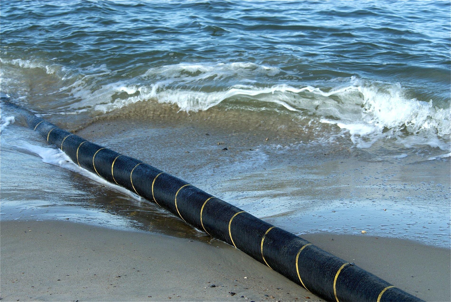 Das Stromkabel zwischen Deutschland und Norwegenwird in einen Graben gelegt, der in einer Tiefe von bis zu 410 Meter in den Meeresboden geritzt wird.