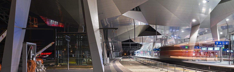 Blick auf die Gleise im neuen Hauptbahnhof Wien.