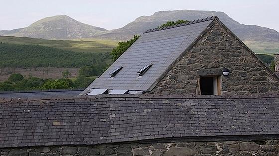 Jetzt können auch denkmalgeschützte Häuser am technischen Fortschritt teilhaben, ohne dabei ihr Äußeres verändern zu müssen. Schon 7,2 qm Solarfläche decken 25 Prozent des Strombedarfs eines Einfamilienhauses.