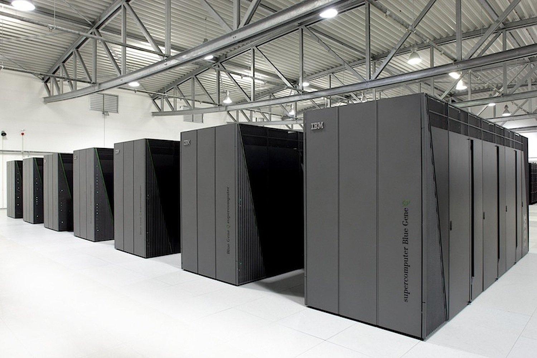 In Jülich steht bereits der leistungsfähigste Computer Deutschlands, der Juqeen. Seine Rechenleistung beträgt 5,9 Petaflops, das entspricht fast sechs Billiarden Rechenoperationen pro Sekunde.