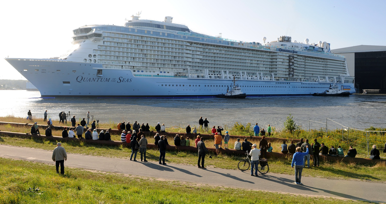 Das bisher größte Kreuzfahrtschiff Quantum of the Seas der Meyer Werft in Papenburg (Niedersachsen) verließ am 13. August 2014 das Baudock. Bei der Quantum handelt es sich mit 168.000 Bruttoregistertonnen bei einer Länge von 348 Metern um das derzeit drittgrößte Kreuzfahrtschiff der Welt.