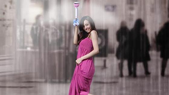 Air Umbrella erzeugt mit einem Ventilator einen Schutzschild gegen den Regen. Der chinesische Regenschirm der etwas anderen Art kommt frühestens Ende 2015 auf den Markt.