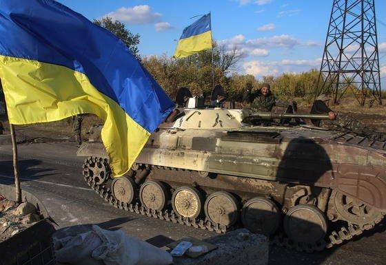 Militärfahrzeug in der Ukraine: Offenbar auf Informationen rund um den Ukraine-Konflikt hatten es russische Hacker abgesehen, denen es gelungen ist, in die Server der NATO und der EU einzudringen.