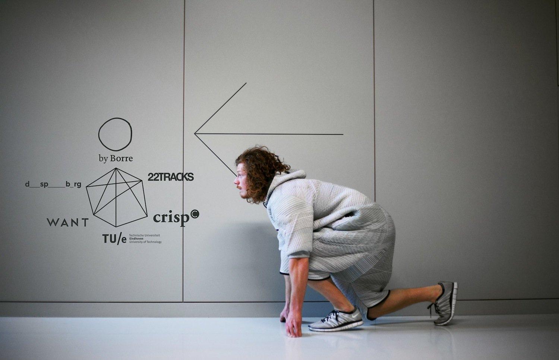 Borre Akkersdijk steht jetzt unter anderem vor dem Herausforderung, die Reinigbarkeit des Overalls zu vereinfachen. Das sei momentan noch zu schwierig, sagt der niederländische Designer.
