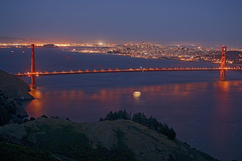 Die Golden Gate Bridge in Kalifornien: Täglich befahren rund 120.000 Fahrzeuge die Brücke. Die Vorgaben der US-Regierung sehen vor, dass Autos ab 2025 nur noch 4,3 Liter pro 100 km verbrauchen dürfen.