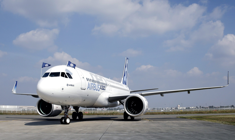 Die nach oben zeigenden Tragflächenenden des A320neo sollen zusammen mit den verbesserten Triebwerken zu einer Treibstoffersparnis von 15 Prozent führen.