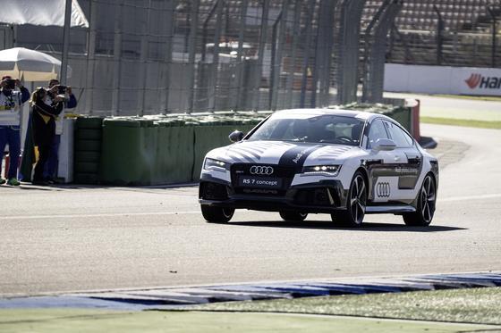 Triumph für das autopilotierte Fahren: Der fahrerlose Audi RS 7, auch Bobby genannt, brachte zum Finale des Deutschen Tourenwagen Masters (DTM) die Fans zum Jubeln. In der Spitze erreichte der RS 7 240 km/h.