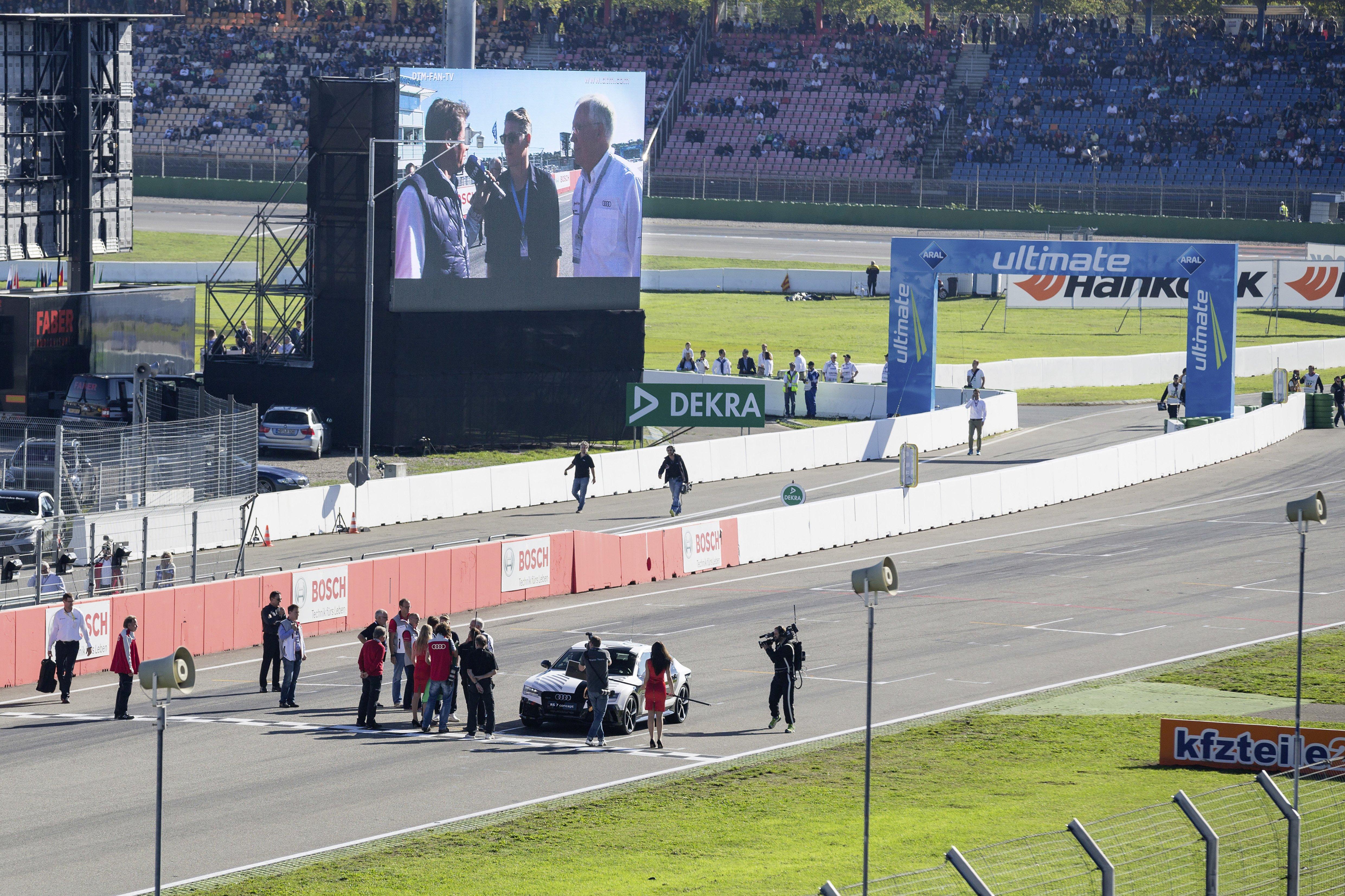 Fußballer Bastian Schweinsteiger und Audi-Entwicklkungsvorstand Ulrich Hackenberg vor dem Rennen im Interview.