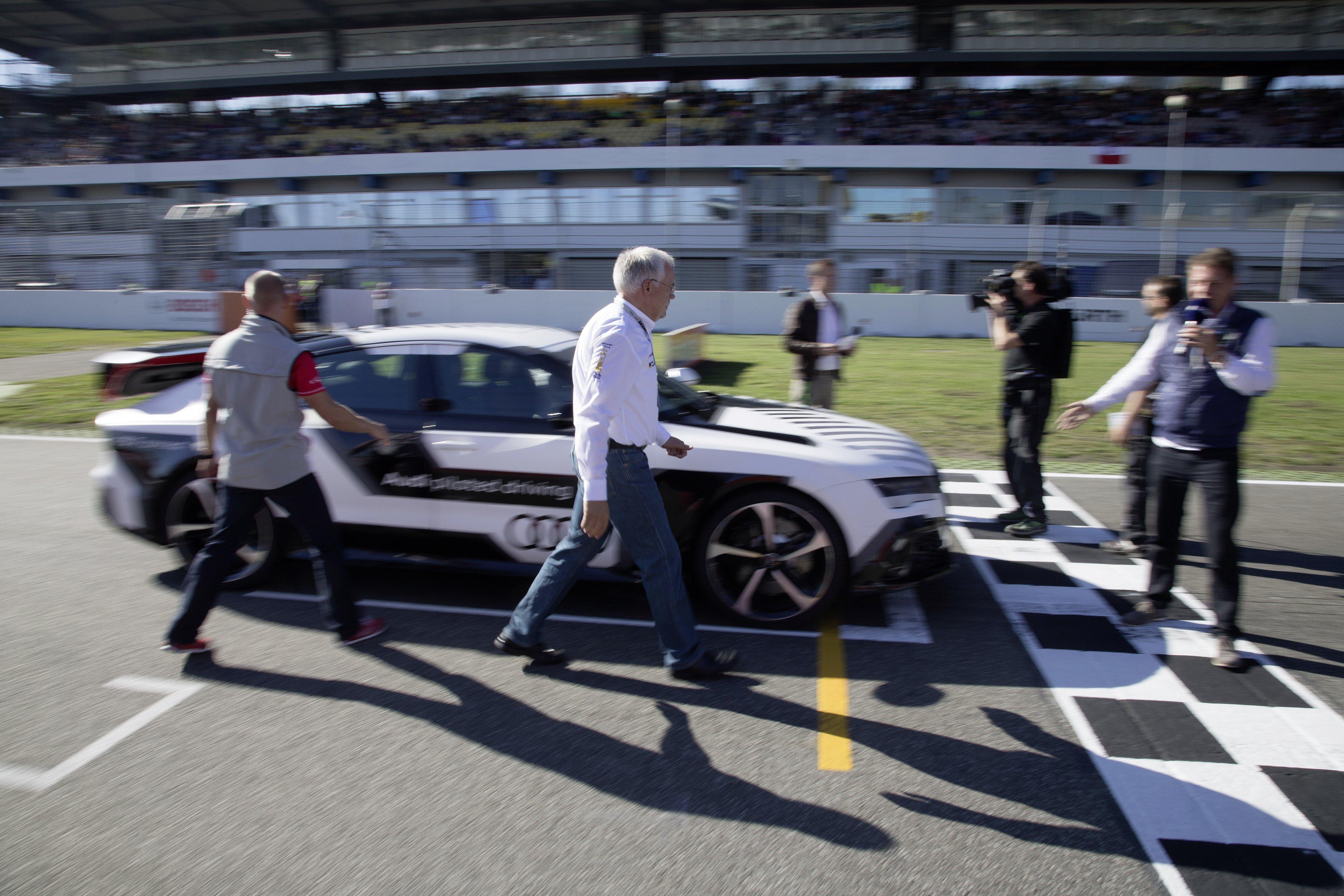 Aufregung kurz vor dem Start: Das Auto brauchte – ohne Fahrer wohlgemerkt –2:10 Minuten für die viereinhalb Kilometer lange Strecke über den Hockenheimring.