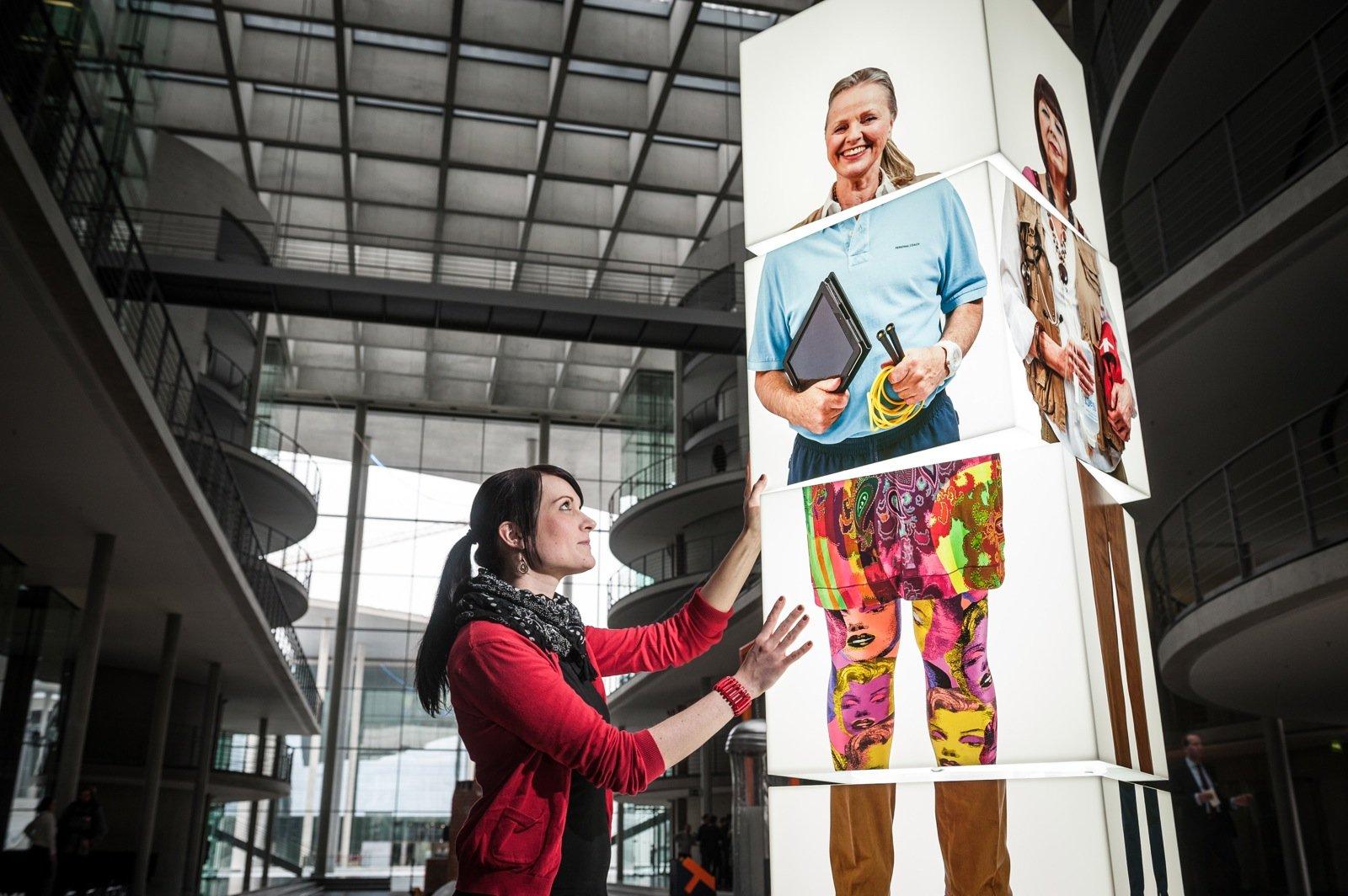 Mit 65 Jahren noch einmal durchstarten und Designerin werden: So könnte ein selbstbestimmtes Leben im Alter laut der Ausstellung Ideen 2020 aussehen.
