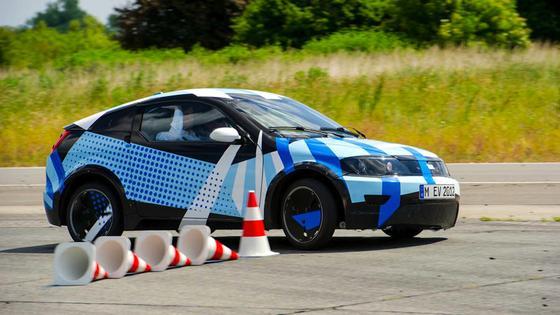 Der Visio.M gilt als einer der Hoffnungsträger der Elektromobilität. In Serie gefertigt könnte der Preis bei 16.000 Euro liegen. Ein Nissan Leaf kostet rund 30.000 Euro.