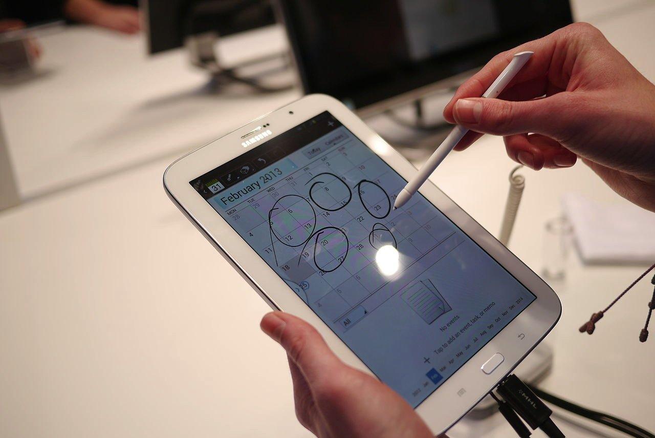 Phablets sind nicht der Deutschen Ding. Sie haben lieber kleinere Displays wie beim Smartphone.