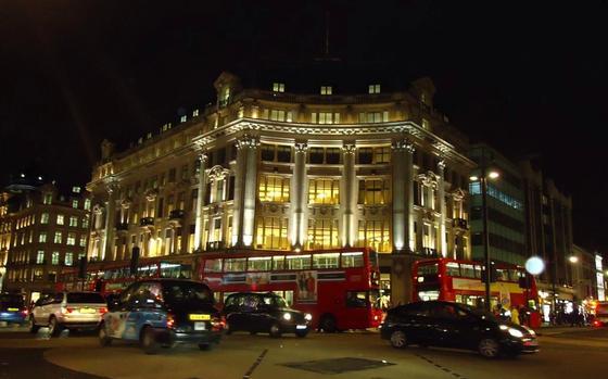 Sitz der Bank of England am Oxford Circus in London: Die Zentralbank erlitt am Montag einen Systemabsturz. 143.000 dringende Zahlungen wurden per Hand abgewickelt.