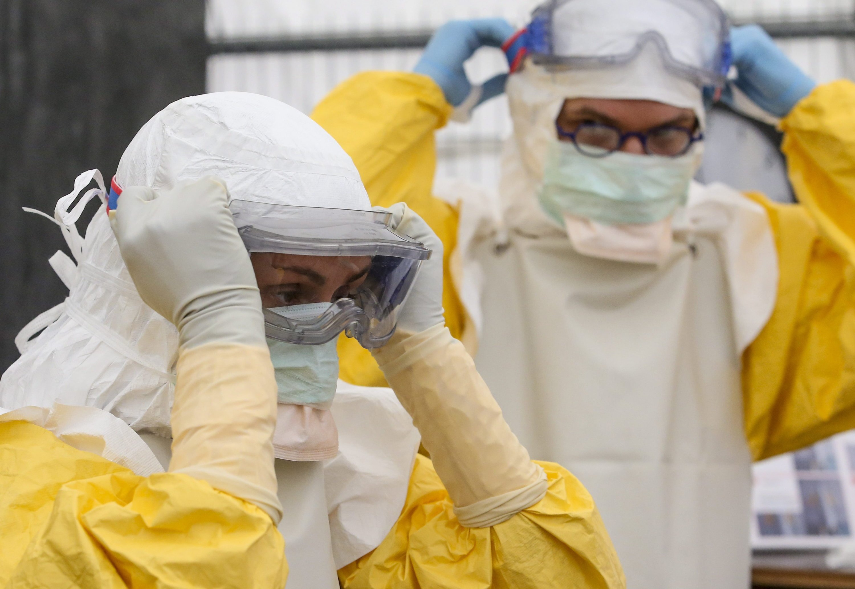 China fürchtet, dass durch den ständigen Personalaustausch mit Afrika auch der Ebola-Virus ins Land kommt.
