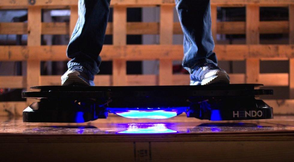 Das Hoverboard von Hendo schwebt gut zwei Zentimeter über dem Untergrund.