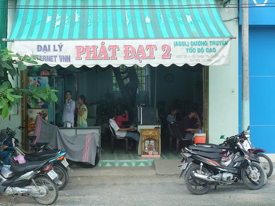 Internet-Café in Vietnam: Während in wohlhabenden Ländern Router Tag und Nacht auf Empfang bleiben, nutzen Menschen ärmerer Regionen verstärkt Call-by-Call-Optionen mit einer zeitweiligen Verbindung. Nachts sinkt deswegen die Onlineaktivität deutlich.