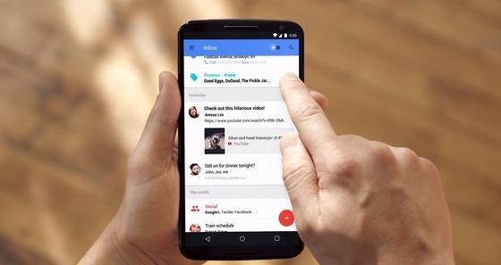 Die neue E-Mail-Funktion Inbox von Google: Inbox sortiert die eingehenden Mails und zeigt wichtige Nachrichten auch ohne Öffnen der E-Mail an.