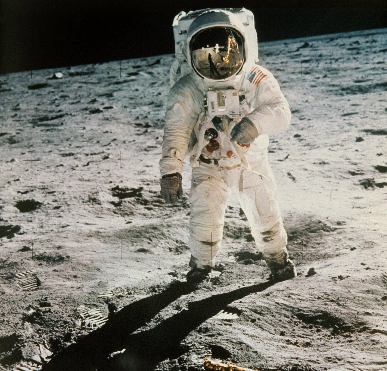 Der US-Astronaut Edwin Aldrin wird von seinem Kollegen Neil Armstrong (im verspiegelten Visier zu erkennen) bei seinen ersten Schritten auf dem Mond fotografiert. Das berühmte Zitat Armstrongs ist nun auf Soundcloud ebenfalls abrufbar.