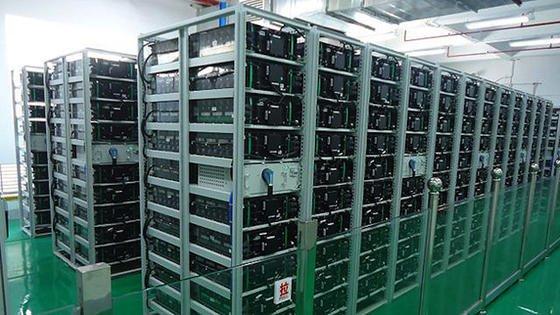 Der größte Batteriespeicher der Welt ist in Hongkong ans Netz gegangen. Der Speicher des Herstellers BYD besteht aus 60.000 Zellen und soll Lastspitzen ausgleichen.
