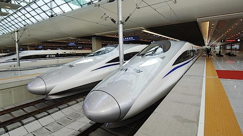 Auch optisch ein Hingucker: der CRH380A von CSR. Die 1318 Kilometer lange Strecke Peking-Shanghai schafft das Rennmonster in knapp fünfeinhalb Stunden.