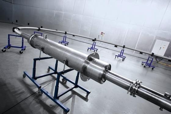Vor dem Einsatz in Essen wurde das Suprakabel intensiv im Labor des HerstellersNexans in Mönchengladbach getestet. Das Kabel kann fünfmal mehr Strom übertragen als ein herkömmliches Kabel.