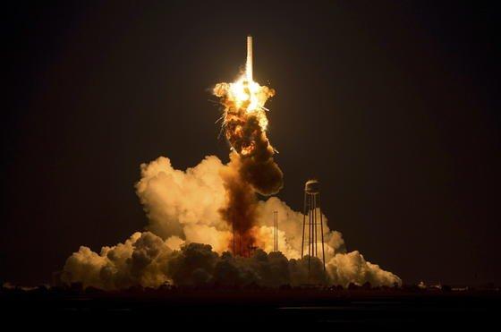 Die Rakete Antares mit der Raumkapsel Cygnus an Bord explodiert sechs Sekunden nach dem Start.