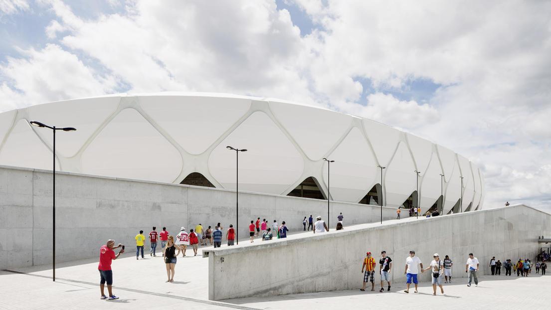 Außenansicht des Stadions von Manaus, entworfen vom Hamburger Architekturbüro gmp.